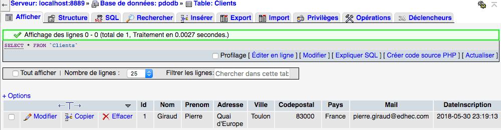 On insère une entrée dans la base de données avec insert into et PDO en PHP